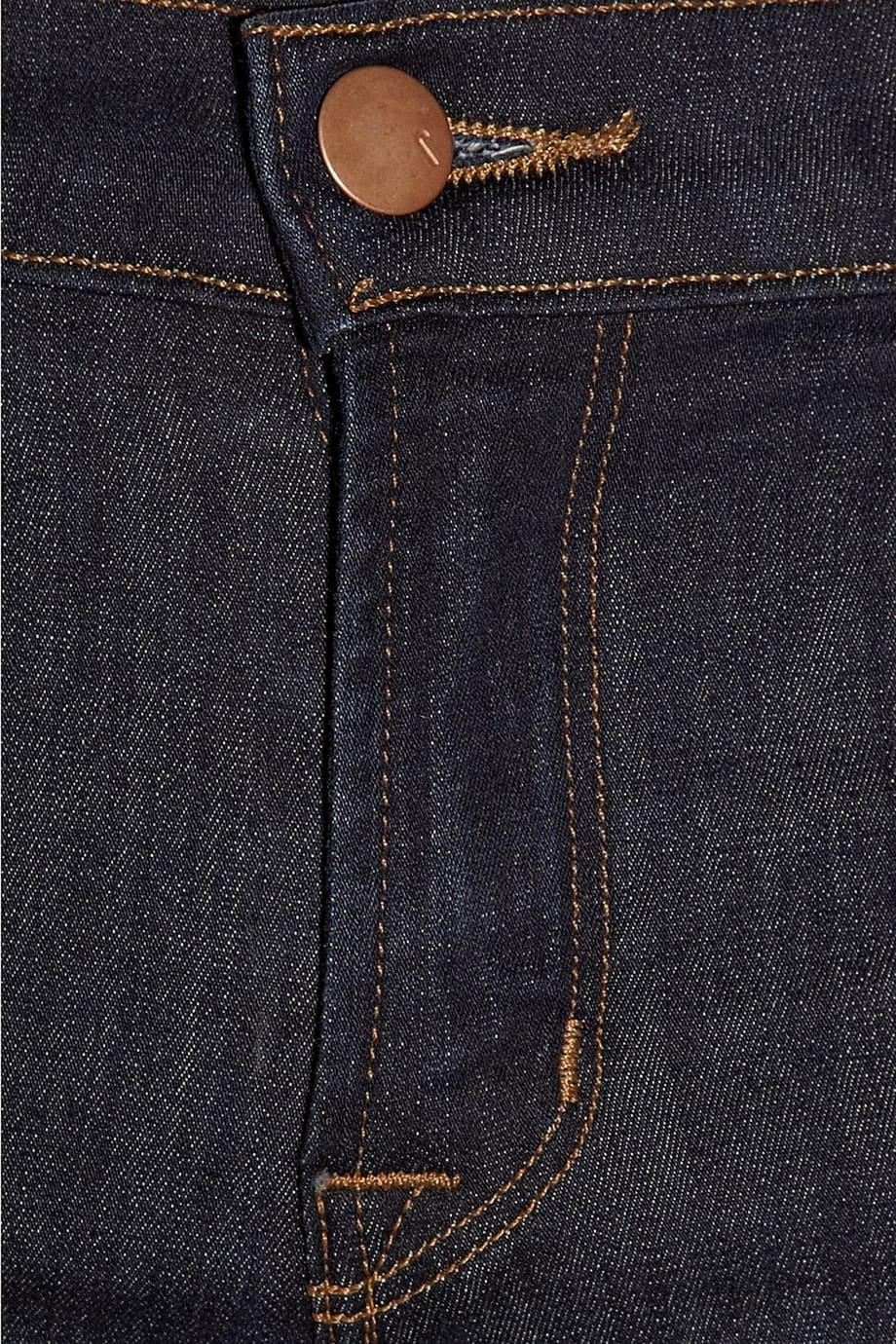 image Arborer le look de (Black Widow) Natasha Romanoff en jeans J Brand 20