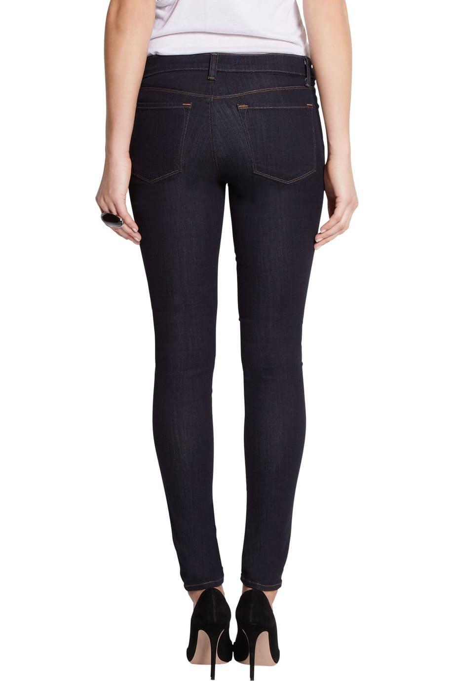 image Arborer le look de (Black Widow) Natasha Romanoff en jeans J Brand 22